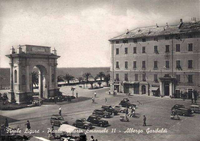 Piazza 1954